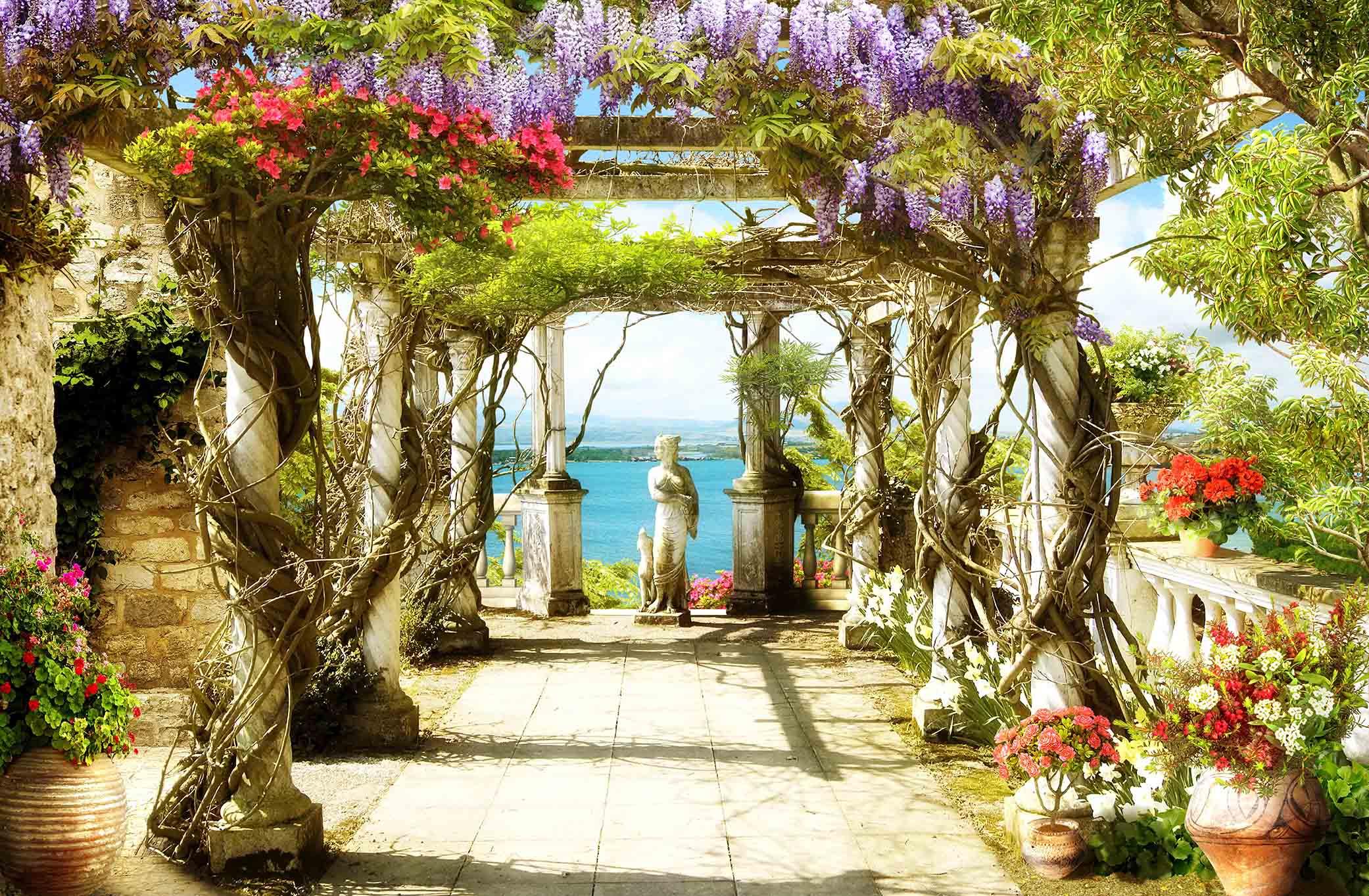 Купить фотообои украшенная цветами терраса с видом на море -.